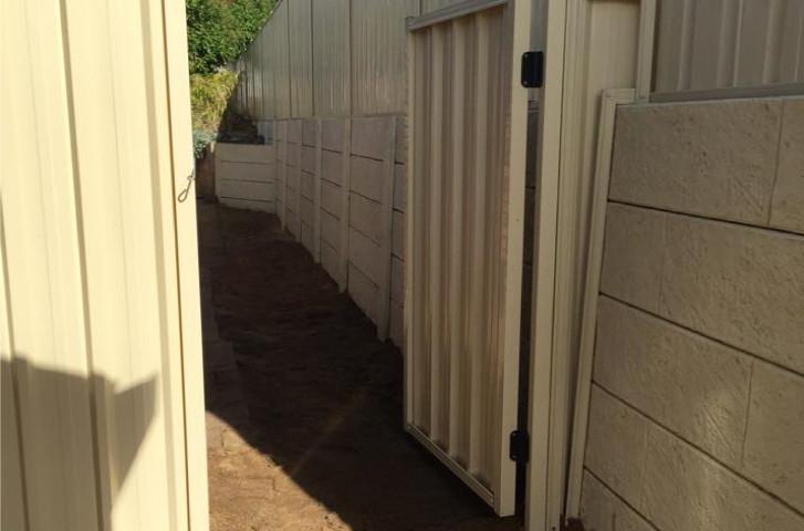 Advanced modular retaining - colourbond fence-01